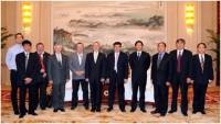 A fotón a tartományi pártbizottság állandó bizottságának elnöke, tartományi kormányzó helyettes Zhao Shucong és a magyar mezőgazdasági delegáció tagjai láthatók (Fotó: (Yu Aimin)