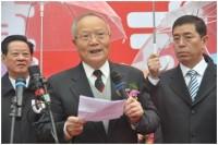 A volt kereskedelmi miniszterhelyettes Liu Xiangdong mond beszédet